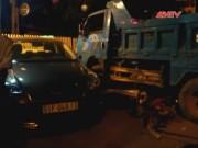 Video An ninh - TP.HCM: Xe ben gây tai nạn liên hoàn, 4 người nhập viện