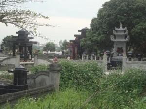 Tin tức trong ngày - Truy tìm kẻ đập phá hàng trăm ngôi mộ ở Hải Phòng