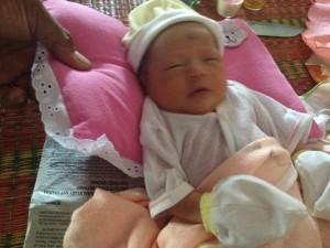 Tin tức Việt Nam - Cứu sống 2 bé sơ sinh bị kiến cắn, bỏ rơi ngoài đầm tôm