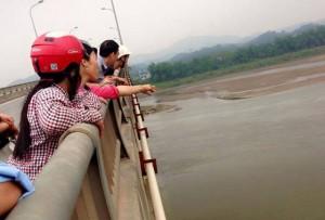 Tin tức Việt Nam - Mâu thuẫn với bạn trai, cô gái trẻ gieo mình xuống sông