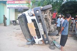Tin tức trong ngày - Xế 7 chỗ tông lật xe tải, 3 người tử vong tại chỗ