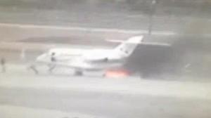Tin tức trong ngày - Hành khách hoảng loạn chạy khỏi máy bay bốc cháy