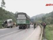 Video An ninh - Xe khách tông thẳng vào container, 8 người thương vong