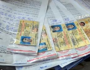 Tin tức trong ngày - Mất 2 tiếng để đổi giấy phép lái xe kiểu mới