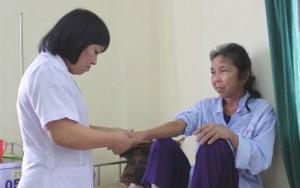 Sức khỏe đời sống - Trị bệnh khớp khác xa dùng thuốc giảm đau