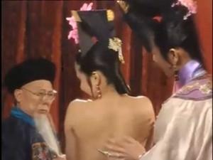 """Phim - Cảnh khỏa thân trong Tể tướng Lưu Gù bị """"khai quật"""""""