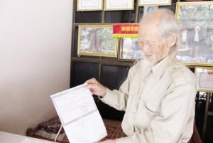 Sức khỏe đời sống - 93 tuổi vẫn phóng xe, bốc thuốc chữa bệnh cho người nghèo