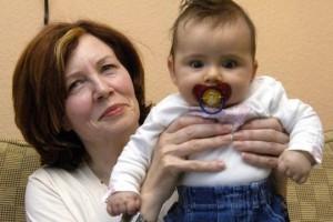 Tin tức trong ngày - Cụ bà 65 tuổi có 13 con lại gây sốc khi mang thai bốn