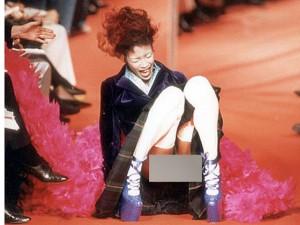 Người mẫu - Hoa hậu - 1001 cú ngã ê ẩm của chân dài trên sàn catwallk