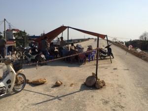 Tin tức trong ngày - Dân lập lán chặn thi công cao tốc Hà Nội - Hải Phòng