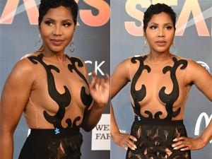 Thời trang - Nữ danh ca U50 dạn dĩ với váy xuyên thấu