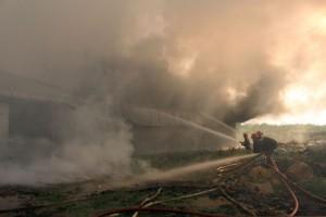 Tin tức Việt Nam - TP.HCM: Cháy xưởng bông, náo loạn cả khu dân cư