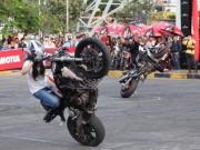 """Thể thao - """"Bóng hồng"""" biểu diễn moto gây sốt tại Việt Nam"""