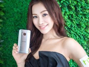 Mỹ nữ và công nghệ - Chân dài duyên dáng bên HTC One M9