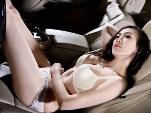 Ô tô - Xe máy - Rạo rực chân dài diện nội y bên xe mui trần