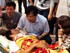 Tin tức Việt Nam - Tàu lạ đâm, 1 ngư dân đảo Lý Sơn bị trọng thương
