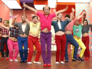 Bạn trẻ - Cuộc sống - Các cụ ông Nhật ăn mặc sặc sỡ nhảy sexy