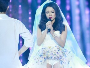 Thủy Top khiến Phương Uyên ngạc nhiên với khả năng hát live