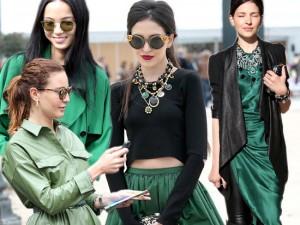 """Thời trang - Mặc màu xanh lá cây """"chất"""" như tín đồ thế giới"""