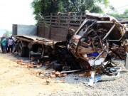 Camera hành trình - Đăk Lăk: Hai xe tải đâm nhau, 6 người tử nạn