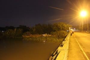 Tin tức Việt Nam - Ra giữa sông nhậu bị lật ghe, 1 người mất tích