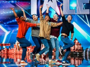 """Video: Nhóm nhảy gây """"phấn khích"""" nhất nước Anh"""