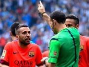 Tin bên lề bóng đá - Được 3 điểm, mất Alba, người Barca mắng trọng tài