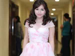 """Ca nhạc - MTV - Thùy Chi """"đẹp lạ"""" trên sân khấu cùng Mỹ Linh, Thanh Lam"""