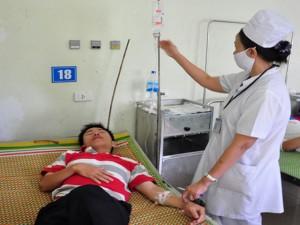 Tin tức Việt Nam - Vụ 28 người ngộ độc: Cửa hàng dừng bán bánh mì