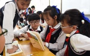 Giáo dục - du học - Phụ huynh TQ sốc vì phải bỏ 7,6 triệu đồng mua đồng phục cho con