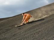 Đùa với tử thần: Điên rồ trượt trên đỉnh núi lửa