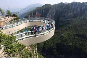 Tin tức trong ngày - Trung Quốc khai trương lối đi bằng kính lớn nhất thế giới