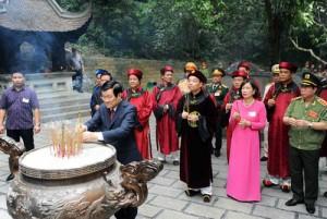 Tin tức trong ngày - Chủ tịch nước dâng hương tưởng nhớ các vị Vua Hùng