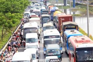 Tin tức Việt Nam - Người dân ùn ùn rời Sài Gòn, cửa ngõ phía Tây kẹt cứng