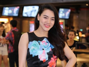 Trang Nhung khoe vóc dáng thon gọn sau 1 tháng sinh con