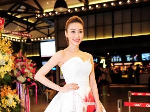Ngân Khánh xinh tươi như công chúa