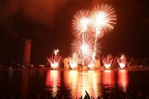 Tin tức Việt Nam - Chùm ảnh: Pháo hoa rực rỡ trên bầu trời Đà Nẵng