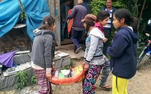 """Tin tức trong ngày - Những """"anh hùng thầm lặng"""" tiếp sức cho nạn nhân động đất Nepal"""