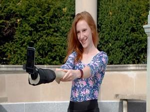 Công nghệ thông tin - Kỳ dị cánh tay giúp chụp ảnh 'tự sướng'
