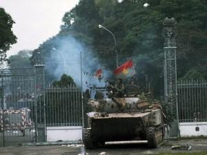 Tin tức Việt Nam - Ký ức giây phút cắm cờ trên Dinh Độc Lập