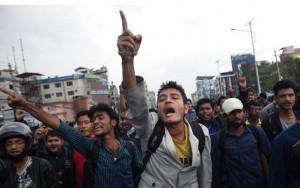 Thế giới - Không được tiếp tế, nạn nhân động đất Nepal giận dữ