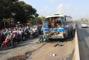 Tin tức Việt Nam - Ngày nghỉ lễ thứ 3: 17 người chết vì TNGT