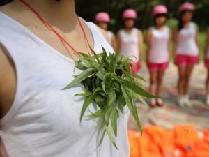 """Tin tức trong ngày - Nữ cứu sinh TQ chống """"yêu râu xanh"""" dưới nước"""