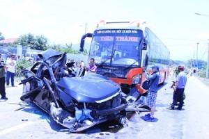 Tin tức Việt Nam - Tai nạn thảm khốc ở Đà Nẵng: Xe khách chạy 85km/h