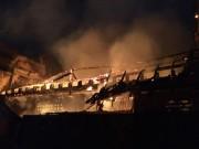 Tin tức Việt Nam - Hỏa hoạn trong đêm, hàng trăm công an chữa cháy