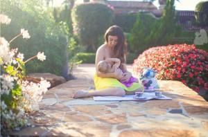Tình yêu - Giới tính - 15 bức ảnh mẹ cho con bú khiến ai cũng mê đắm