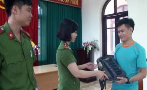 Tin tức Việt Nam - Tài xế taxi trả lại 75 triệu đồng cho khách