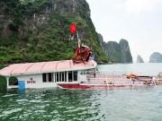 Tin tức trong ngày - Chìm tàu chở 48 du khách trên vịnh Hạ Long