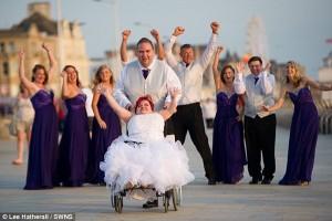 Tình yêu - Giới tính - Cảm động đám cưới của cô gái bị bệnh xương thủy tinh