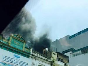 Tin tức Việt Nam - Hà Nội: Cháy siêu thị thể thao, cả phố náo loạn